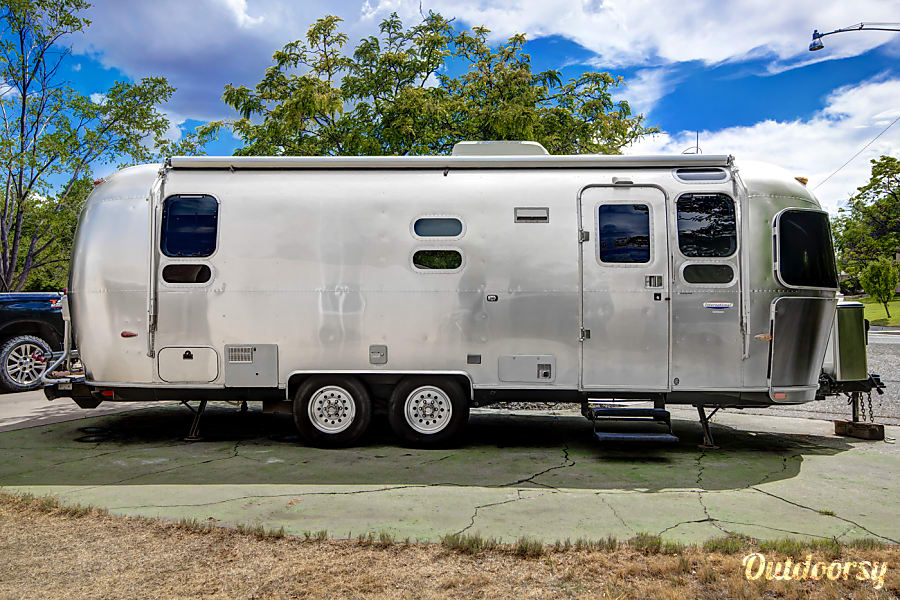 Airstream International Albuquerque, NM Nice size for towing and for comfort and privacy when travelling with the family.