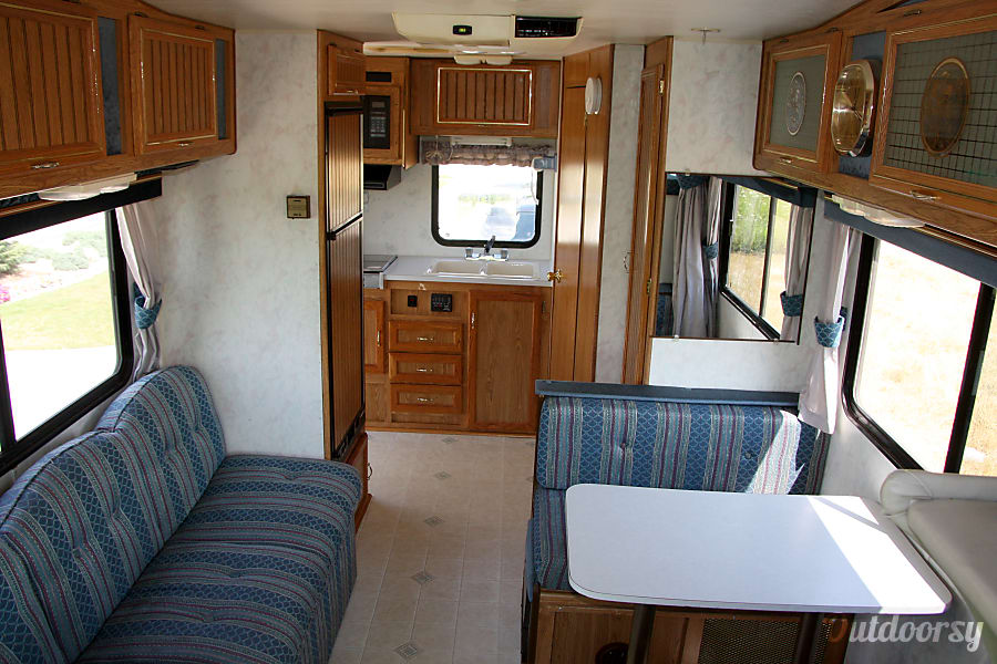 1991 Damon Hornet Zeeland, Michigan Fully stocked kitchen with all you need.  RV has a stove, microwave, fridge, freezer, hot water, sink, dining table, bathroom, tub / shower, ceiling AC & fan unit, awning.