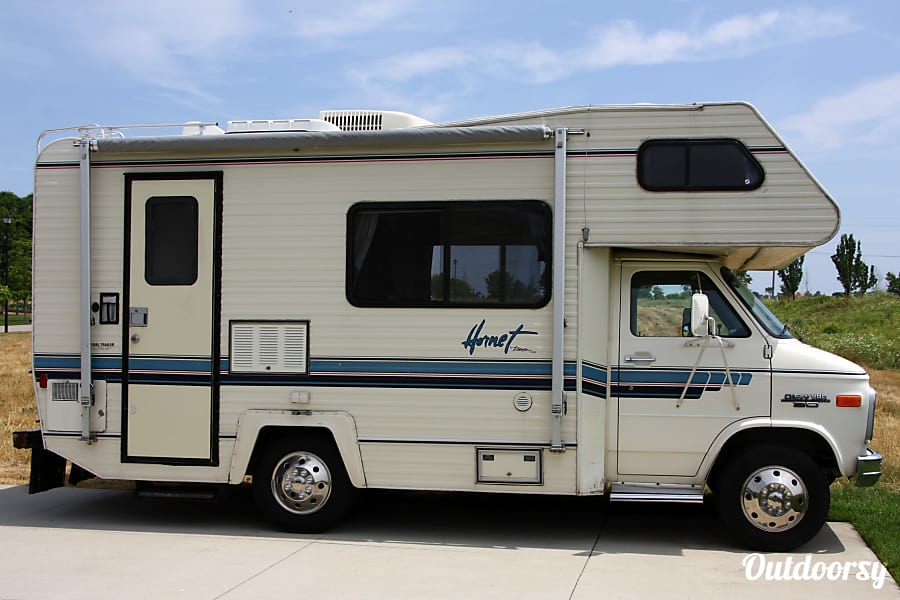 1991 Damon Hornet Zeeland, Michigan 20 ft RV is easy to drive and park.