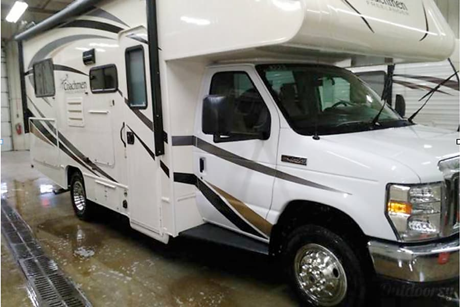 exterior 2017 Coachmen Freelander Commerce Charter Township, MI