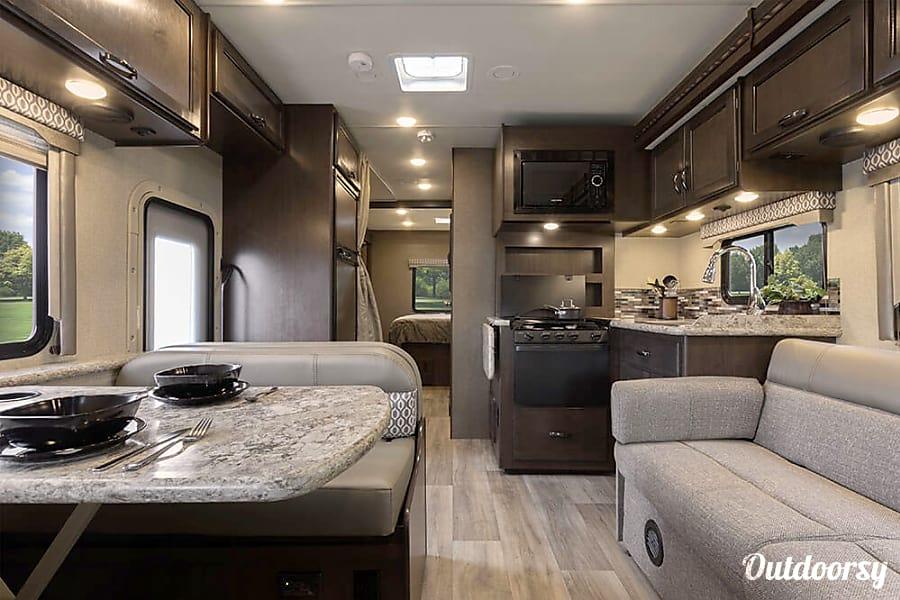 2018 Thor Motor Coach Freedom Elite Motor Home Class C