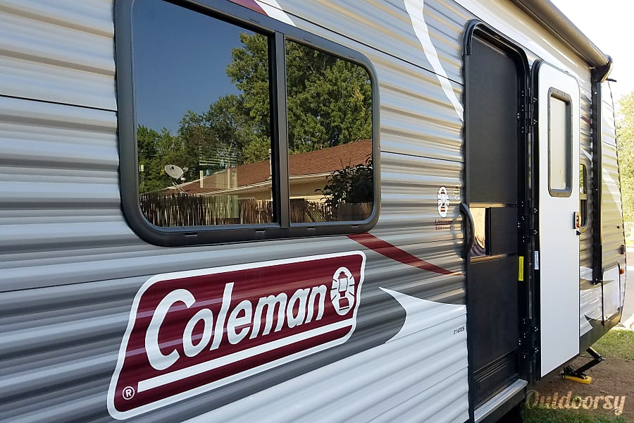 2018 Coleman Lantern 274BH Colorado Springs, CO Entrance has folding stairs, deadbolt and handle lock, and lockable screen door to keep out the bugs.