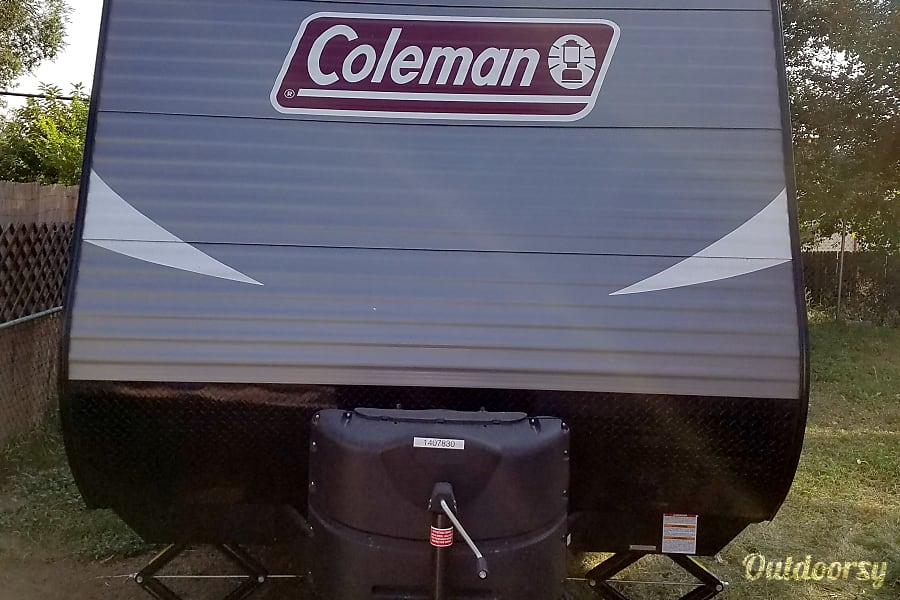 2018 Coleman Lantern 274BH Colorado Springs, CO Front of camper has dual 20 pound propane tanks that switch over automatically if one runs out at night or while you are away.  The hitch weight on the camper is 534 pounds.  A half ton V8 pickup with electric brake switch will have no problem pulling this camper anywhere you want to go.