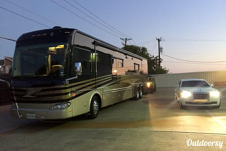 exterior 2013 Thor Motor Coach Tuscany Arlington, TX