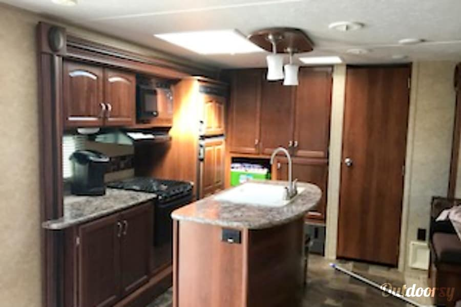 2014 Prime Time Tracer Wenatchee, Washington Very spacious kitchen and large pantry