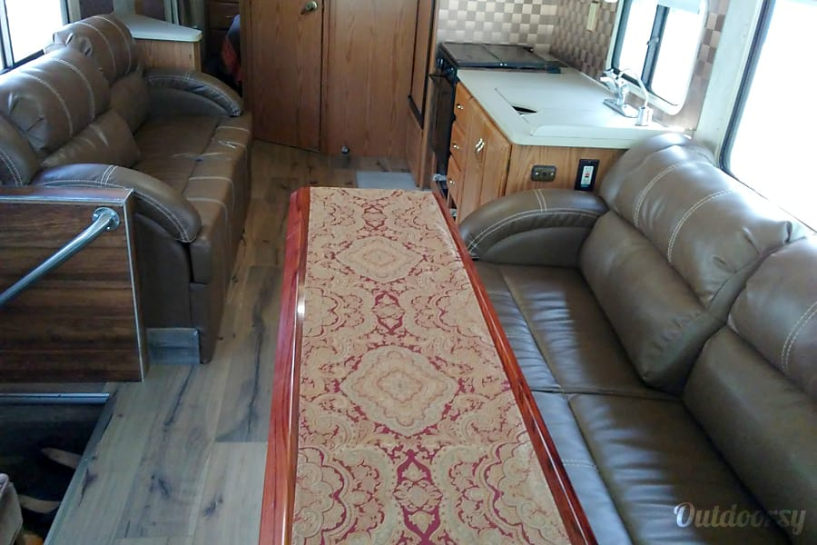 1997 Winnebago Adventure ***Low miles*** Las vegas, Nevada
