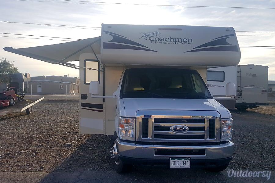2016 Coachmen Freelander Grand Junction, CO 2016 Coachmen Freelander Front awning Open