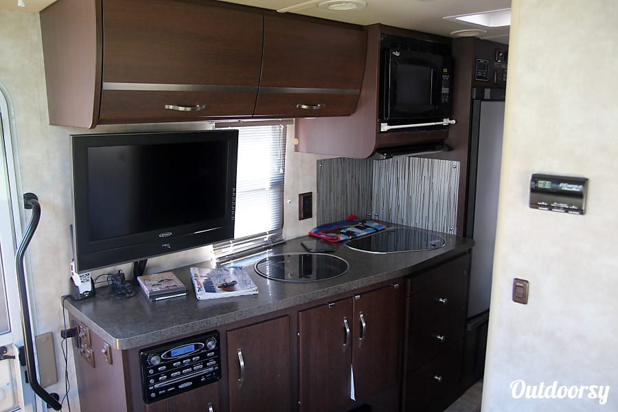 2011 Itasca Navion Huntsville, AL The microwave is also a convection oven.