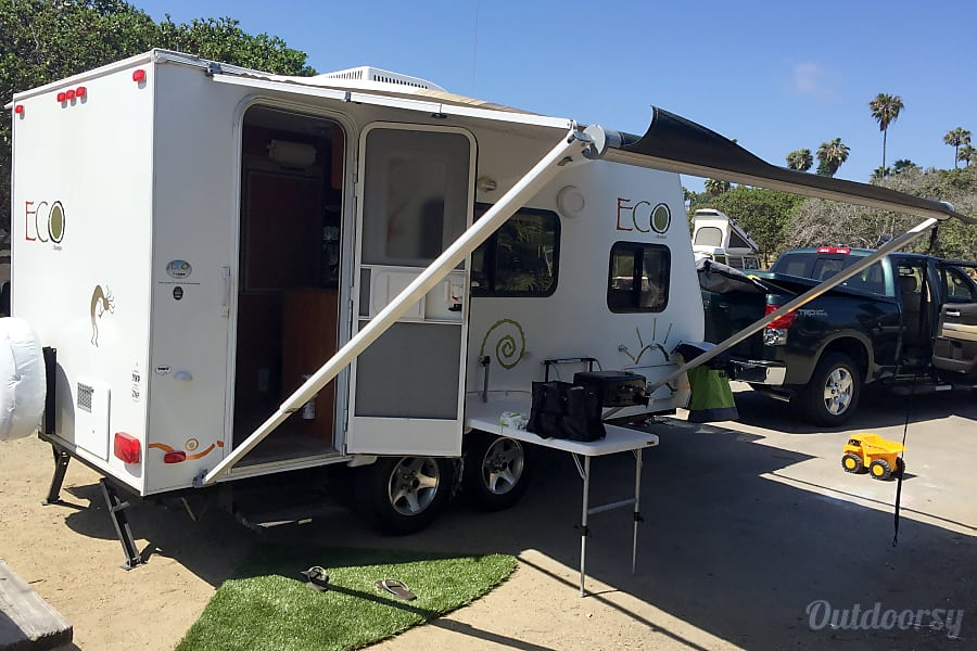 2007 Dutchmen ECO 718QB San Diego, California The trailer has Thule attachable table and BBQ grill and outside shower