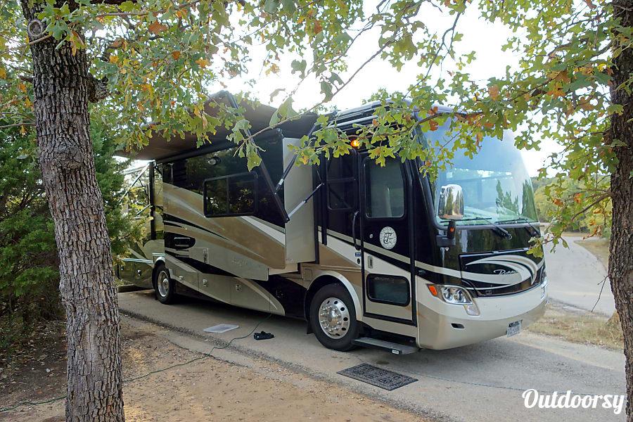exterior 2013 Tiffin Motorhomes Allegro Breeze Pearland, Texas