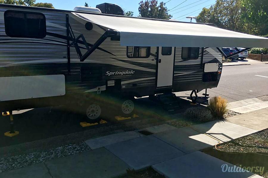 exterior 2016 Keystone Springdale Santa Rosa, CA