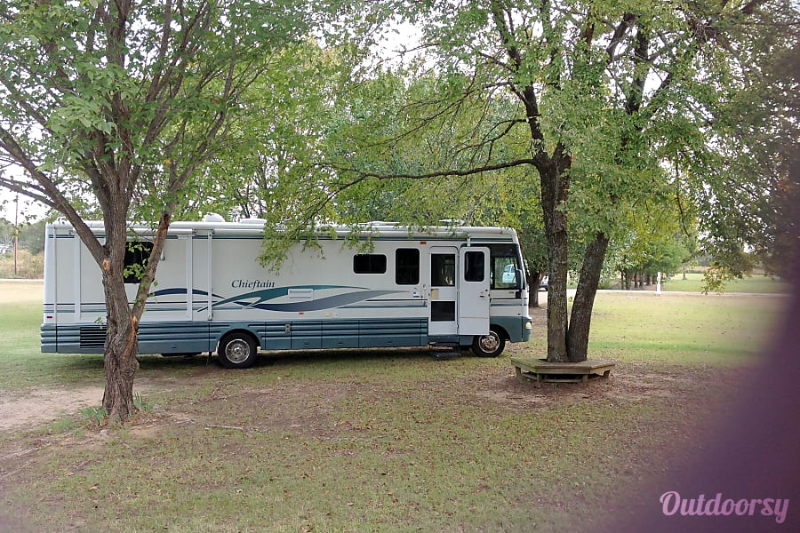 2001 Winnebago Chieftain Kemp, TX Ready for the highway....