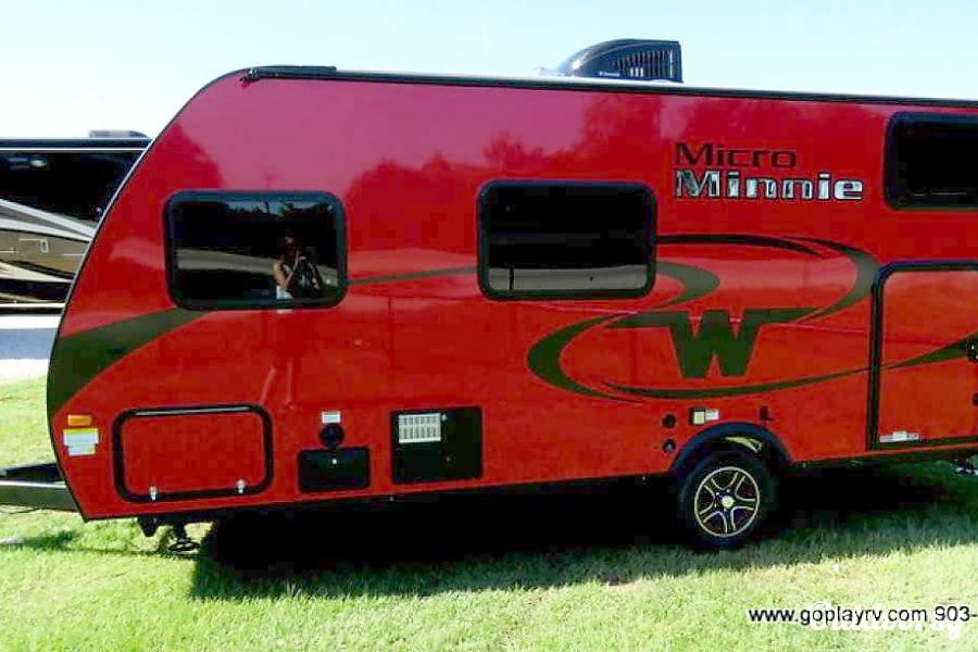 exterior 2017 Winnebago Micro Minnie Midland City, Alabama