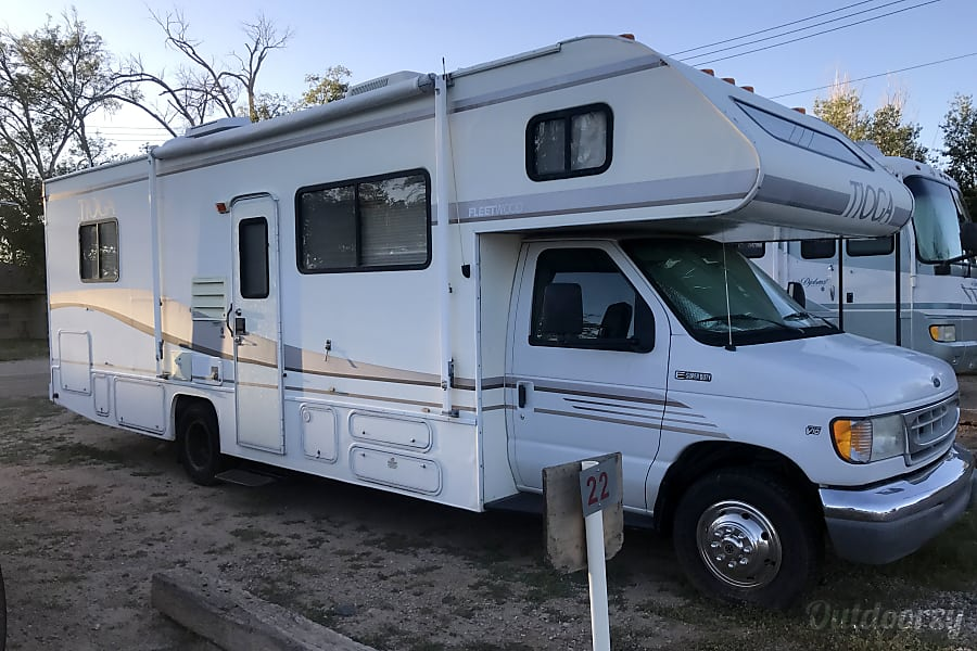 1998 Ford tioga Albuquerque, NM Side of the RV, it is 29ft, great for a small or large family.