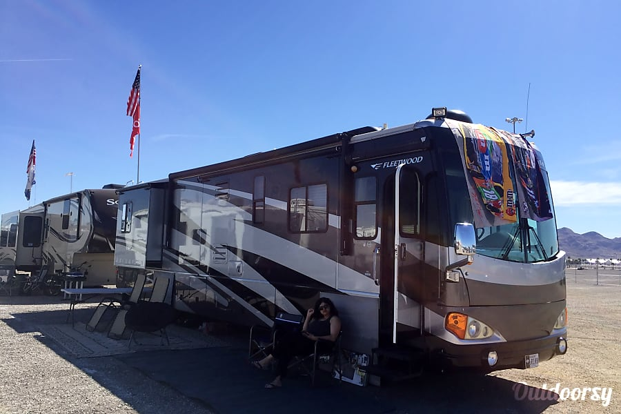 2006 Fleetwood Excursion 350 Cat Diesel with 4 slide outs Las Vegas, NV Four slides outs lots of space to enjoy.