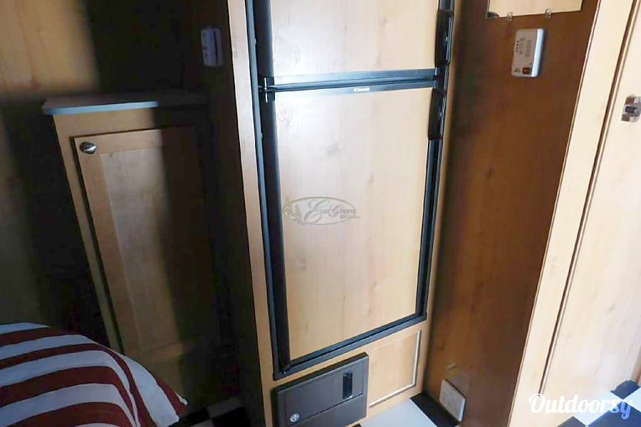 Mini Pearl: Vintage style meets modern functionality & features! Located in South Austin Austin, Texas Fridge and freezer run on propane or electric