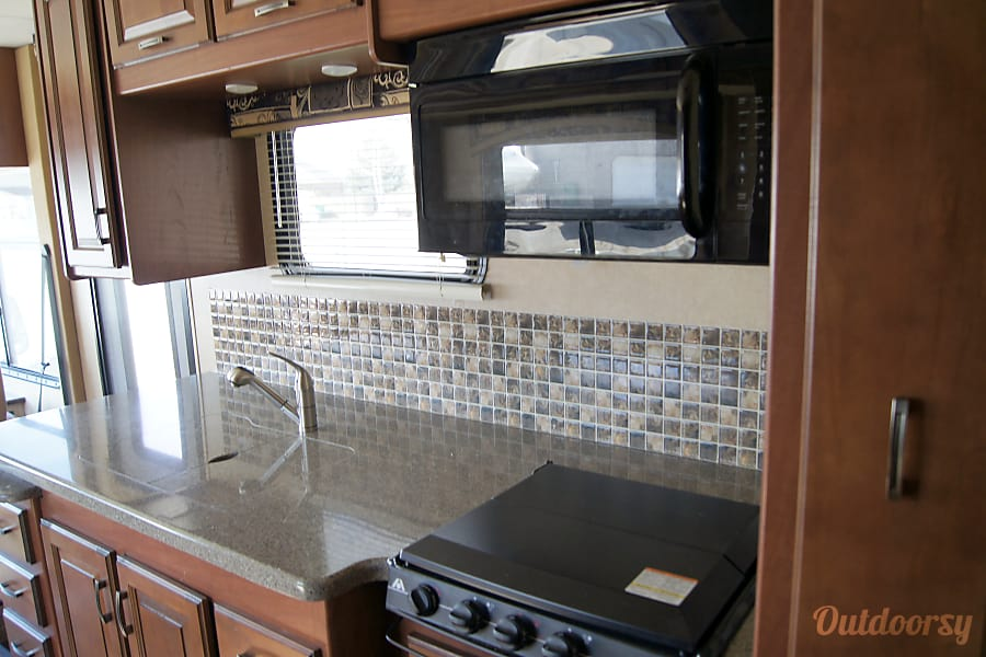 2015 Jayco Precept. Perfect for family memories. Layton, UT Double sink, stove top and convection microwave, lots of storage and pull out pantry.