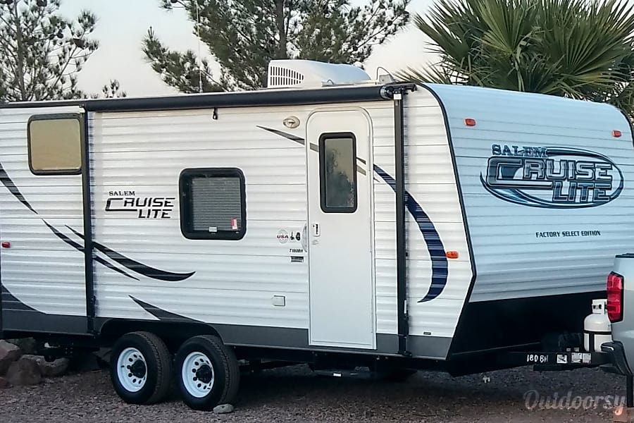 exterior Small, Lightweight, Travel Trailer Ready for all your Adventures.. Sleeps up to 5 comfortably and Tows Easily.. From $50 to $75 per Night.. Las Vegas, Nevada