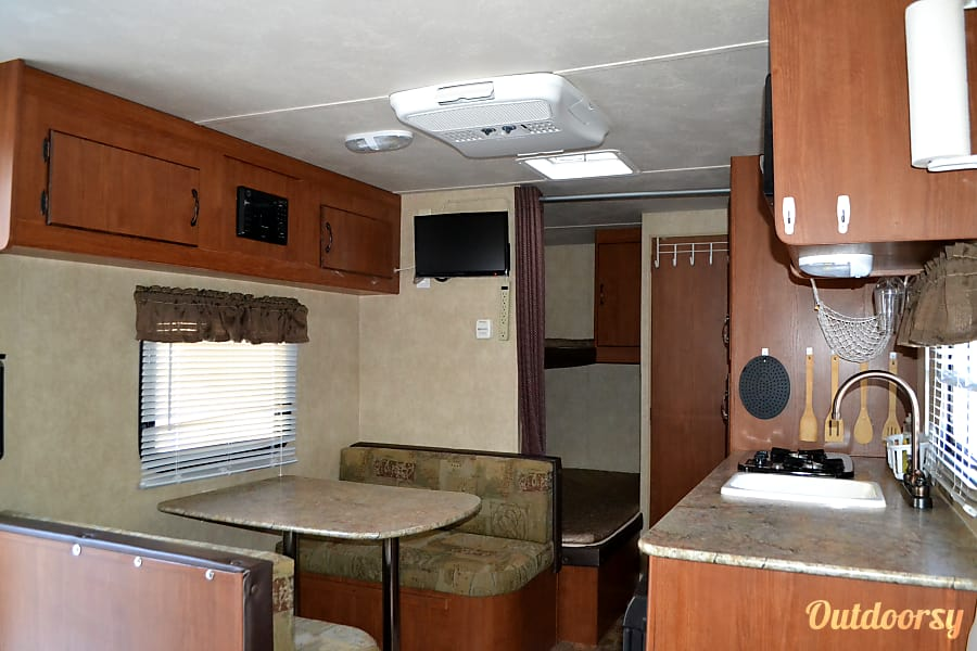 Small, Lightweight, Travel Trailer Ready for all your Adventures.. Sleeps up to 5 comfortably and Tows Easily.. From $50 to $75 per Night.. Las Vegas, Nevada