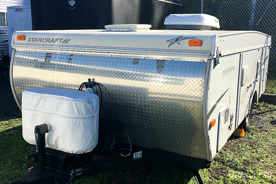 2006 Starcraft Centennial Woodbridge, VA Travel trailer in tow-mode!  Comes with two propane tanks, and safety gear for parking/leveling.