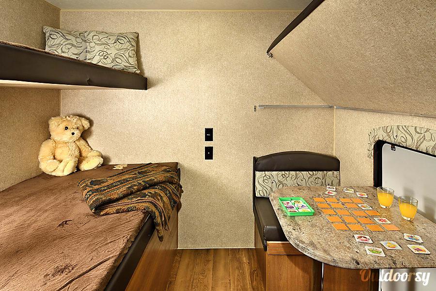 Memory Maker - 2018 Coachmen Catalina SBX O'Fallon, MO 4 bed bunkhouse or a 2 seat dinner.