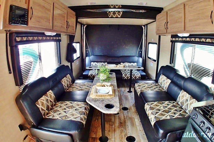 2018 Pacific Coachworks Sandsport Las Vegas, Nevada Rear Bunk Drops Down From Ceiling as well