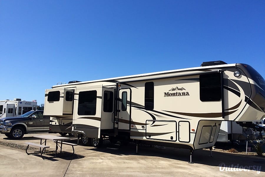exterior 2015 Keystone Montana 3790RD (Delivery Available, w/ Generator, and Solar) Loveland, CO