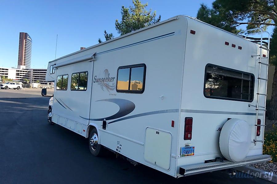 28 FT CLASS C RV SLEEPS 8 DRIVES LIKE A CAR NICK NAME (JENNY) Las Vegas, NV