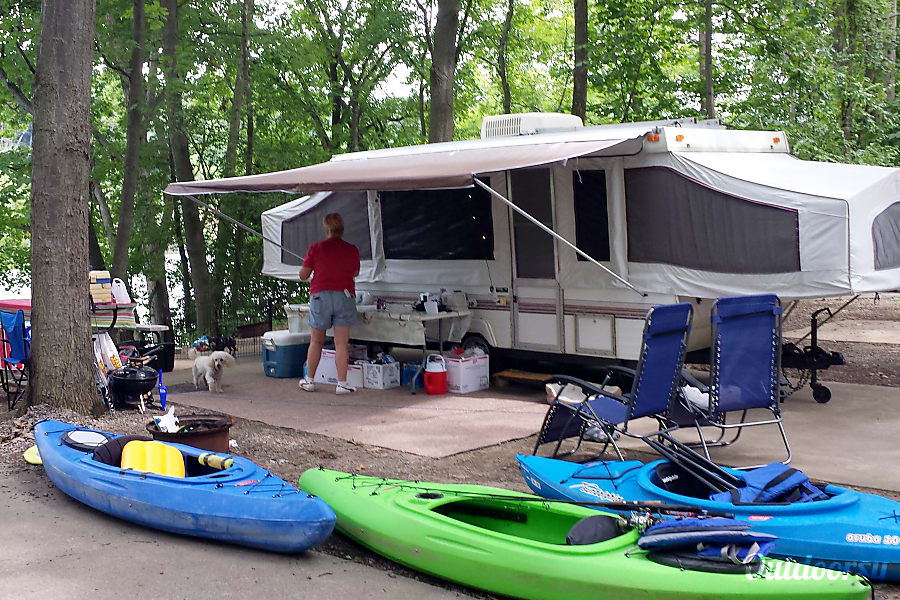 1996 Palomino Mustang Steger, IL 2 kayaks available for a added fee
