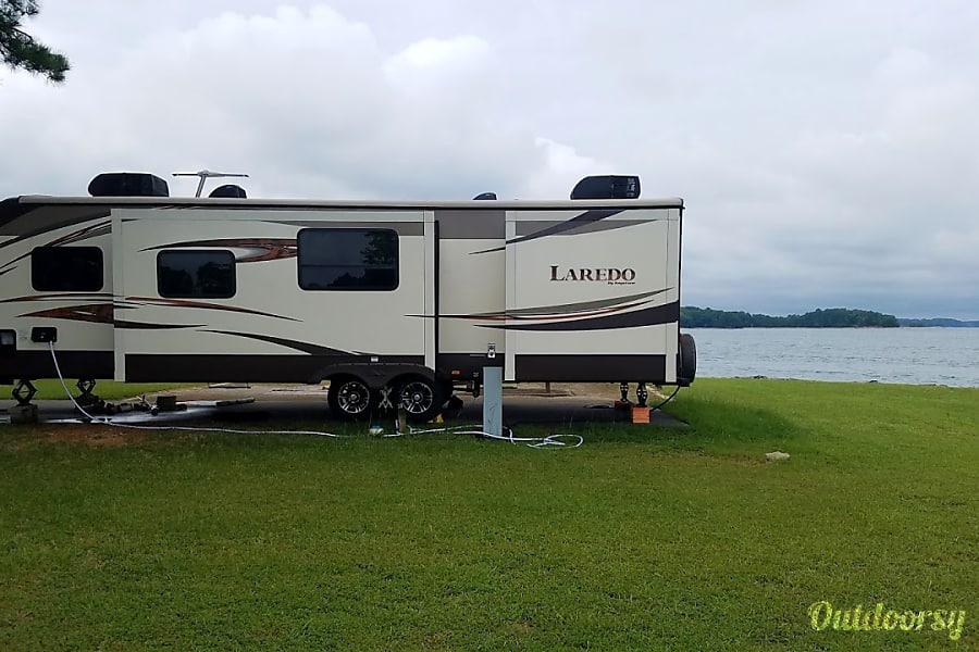 2014 Keystone Laredo Stone Mountain, Georgia spacious travel trailer 36 Ft  sleeps 9