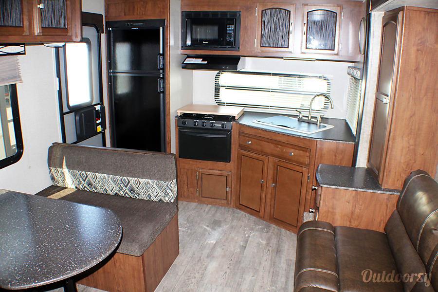 interior 2018 Coachmen Freedom Express 246RKS Buda, TX