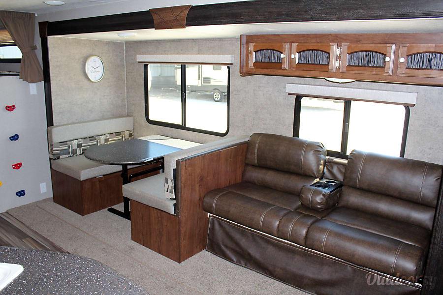 interior 2018 Coachmen Freedom Express 28SE Buda, TX
