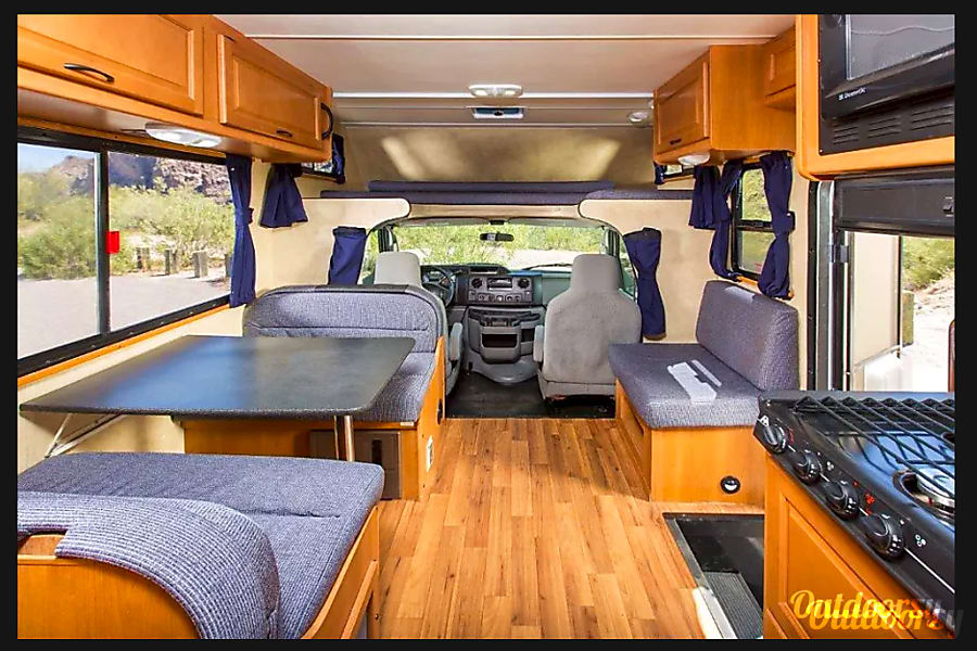 "interior Thor ""Majestic"" Motorhome - Sleeps 6 and Easy to Drive! Low insurance rates. TV/DVD Tampa, FL"