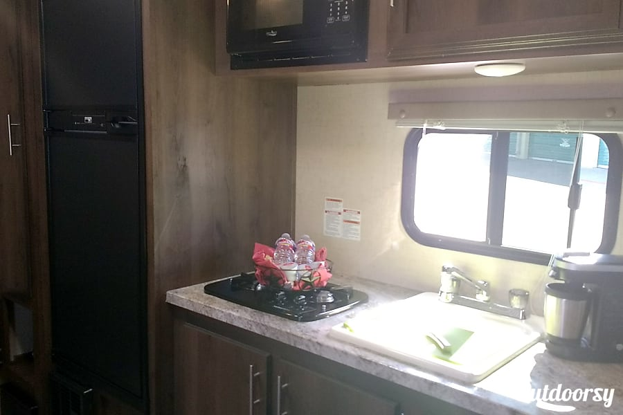 Easy Towing Plano, Texas Well equipped kitchen, with large frig/freezer combo.