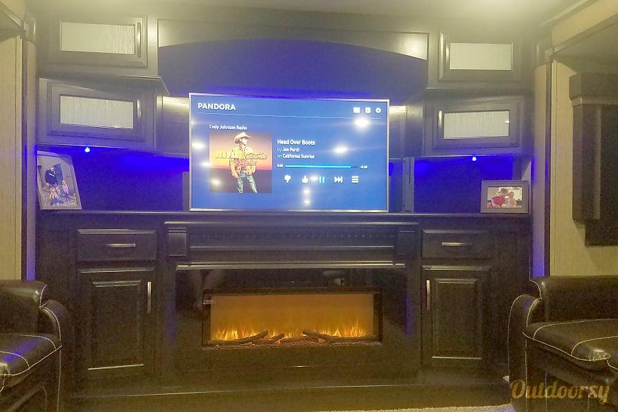 interior 2018 Grand Design Momentum Shawnee, KS