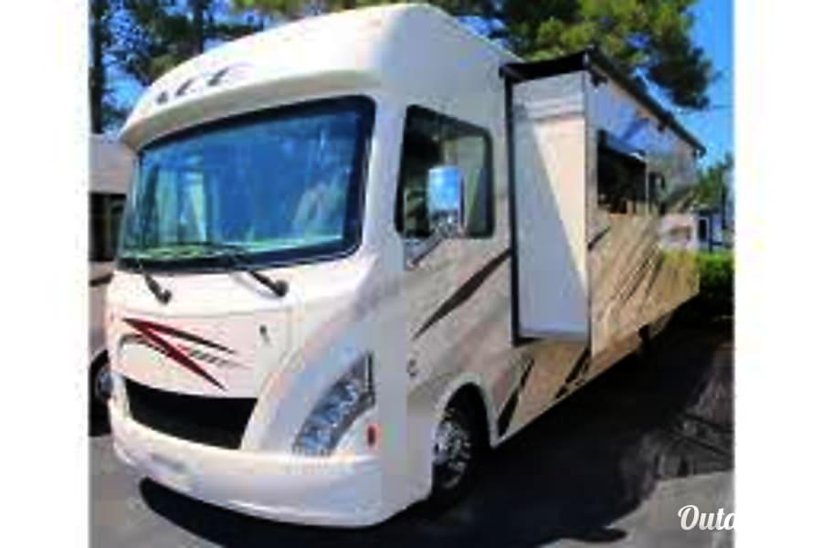 exterior 2018 Thor Motor Coach A.C.E 30.4 Riverton, UT