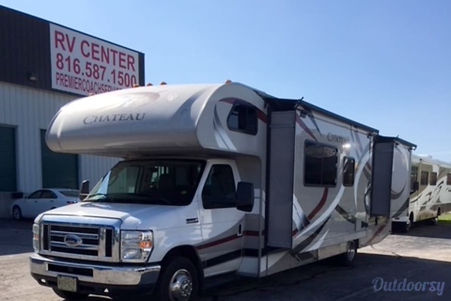 2014 Thor Motor Coach Chateau Motor Home Class C Rental In