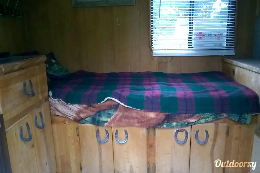 1995 2 horse Gooseneck with living quarters Delta Louisville, Kentucky