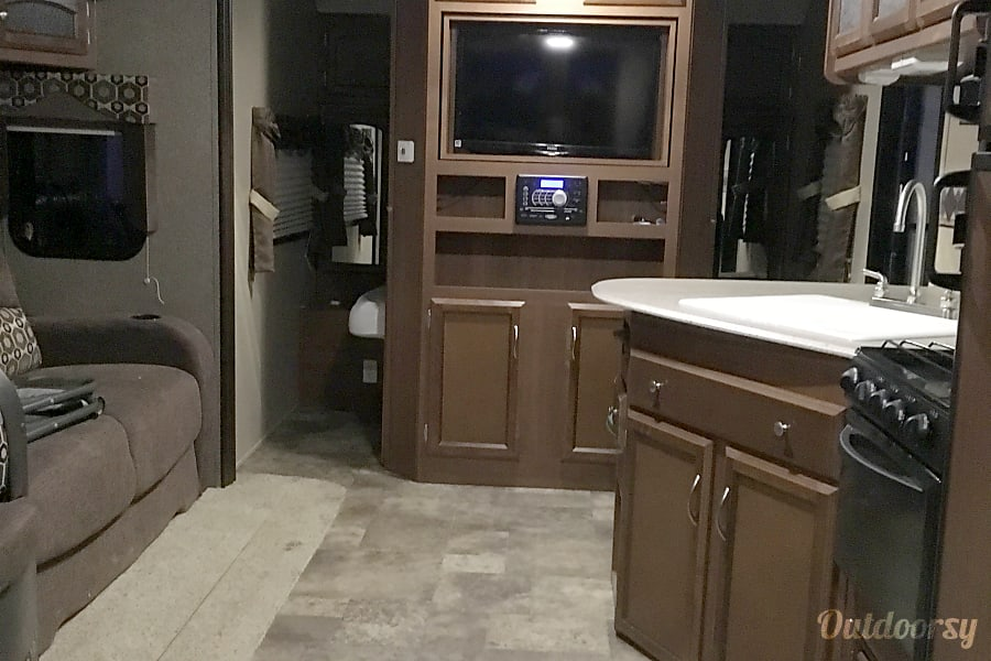 interior 2015 Coachmen Freedom Express 282 BHDS Fort Sam Houston, TX