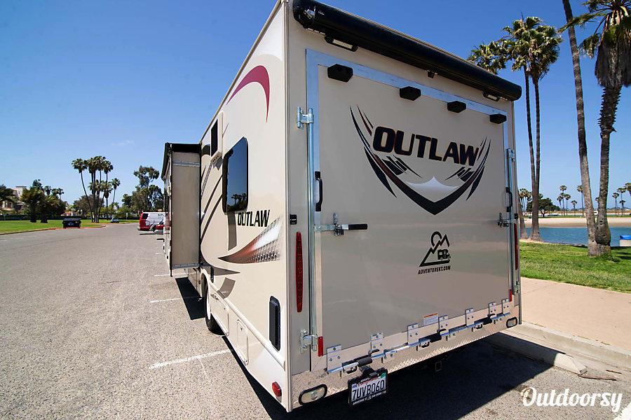 2016 Thor Motor Coach Outlaw 29H San Diego, CA