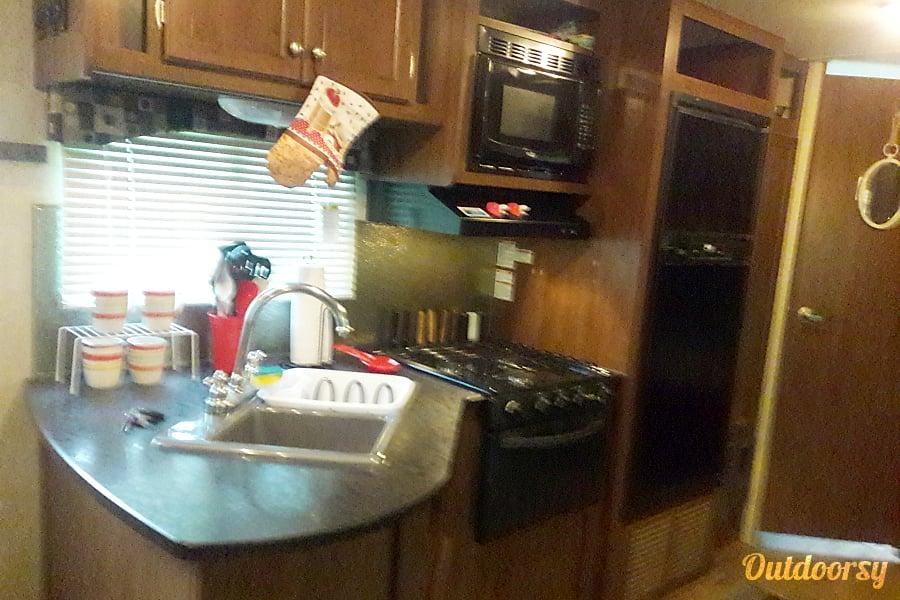 interior 2015 Heartland Pioneer/ {SEE SPECIALS} Memphis , Tennessee