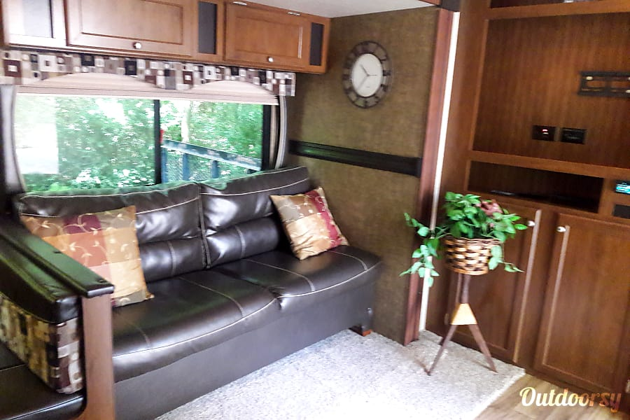 2015 Heartland Pioneer/ {SEE SPECIALS} Memphis, Tennessee Pull out couch