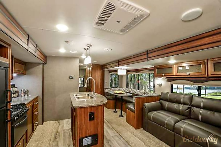 NEW! BEST FAMILY VALUE - BUNKHOUSE WITH TRIPLE SLIDE - LOTS OF ROOM! Orlando, FL