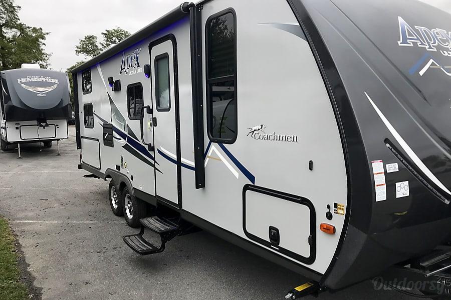 RV 02: 2018 Coachmen Apex 245BHS Herndon, VA