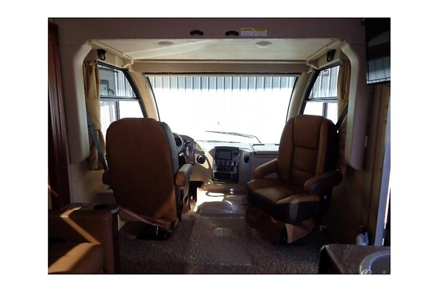 interior 2016 Thor Axis Class A RUV Columbus, Indiana