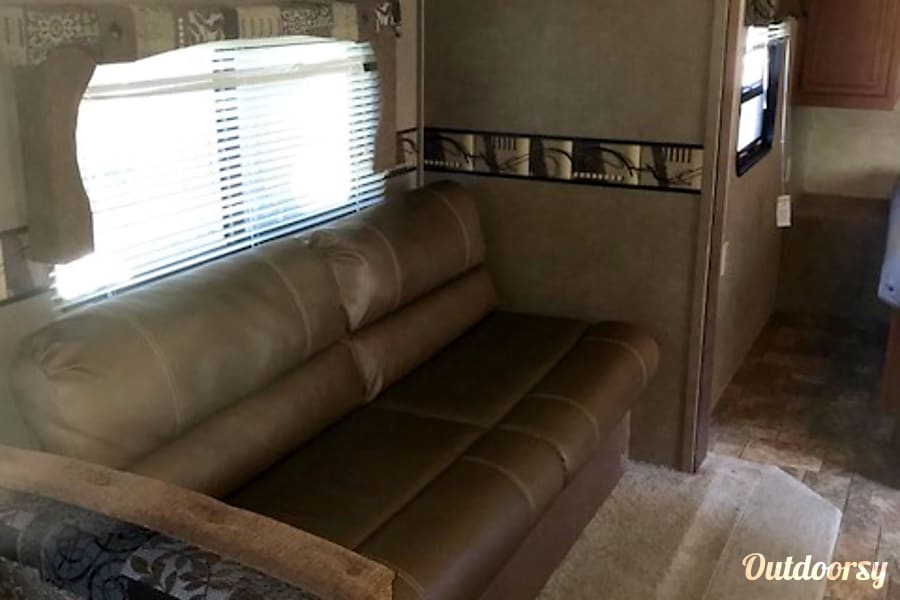 2015 Palomino Canyon Cat Corbin, KY Leather Couch Will Let Out To Make A Bed