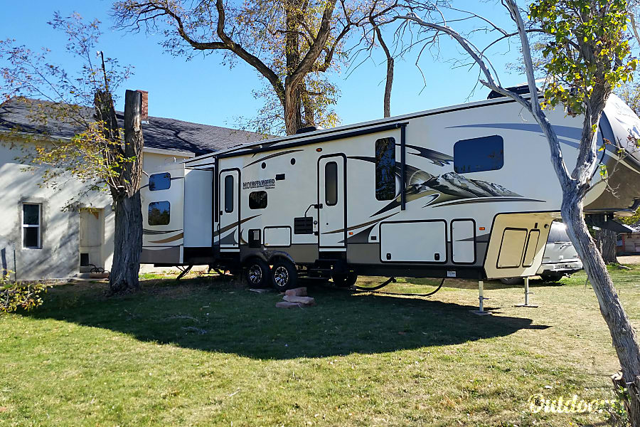 exterior 2015 Montana Mountaineer Fillmore, UT