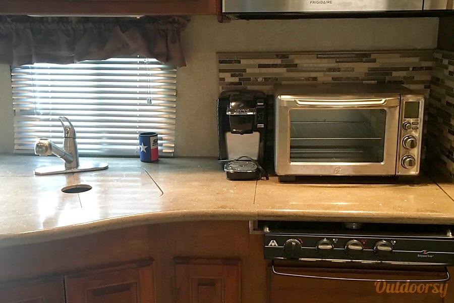 2014 Coachmen Encounter Hewitt, TX Convention oven/microwave; single Keurig; portable oven