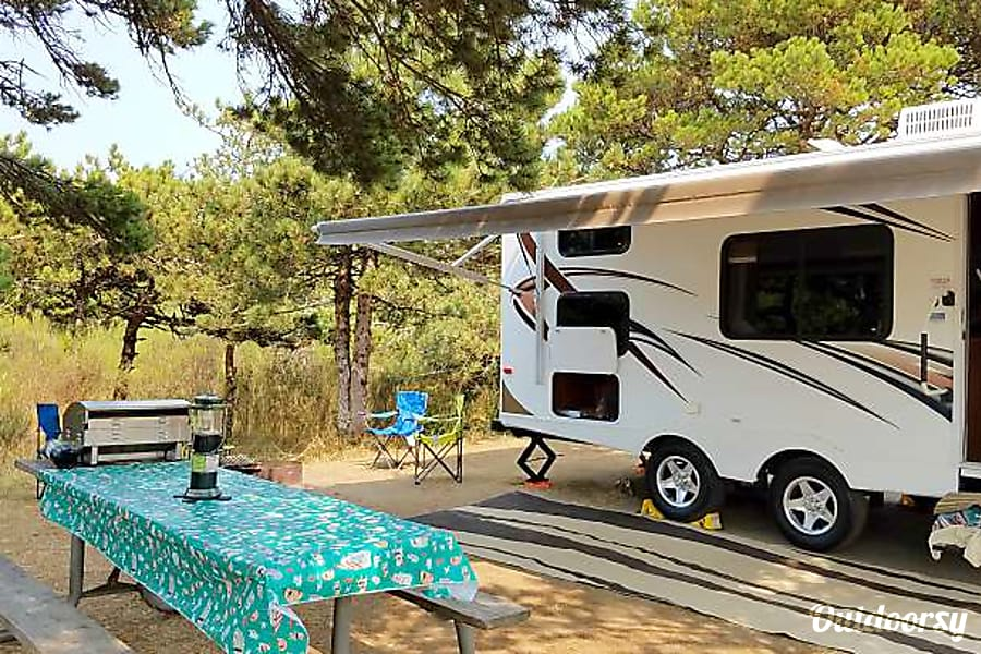 Sit Back & Relax For All 4 Seasons with our 2013 Keystone Passport 238 MLWE Bunkhouse Trailer! AKA (Greebo) Portland, OR
