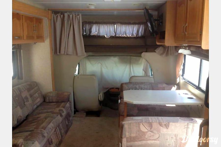 Forest River Sunseeker Class C 30ft RV ( Living Room Slide & Bedroom Slide ) Fontana, CA